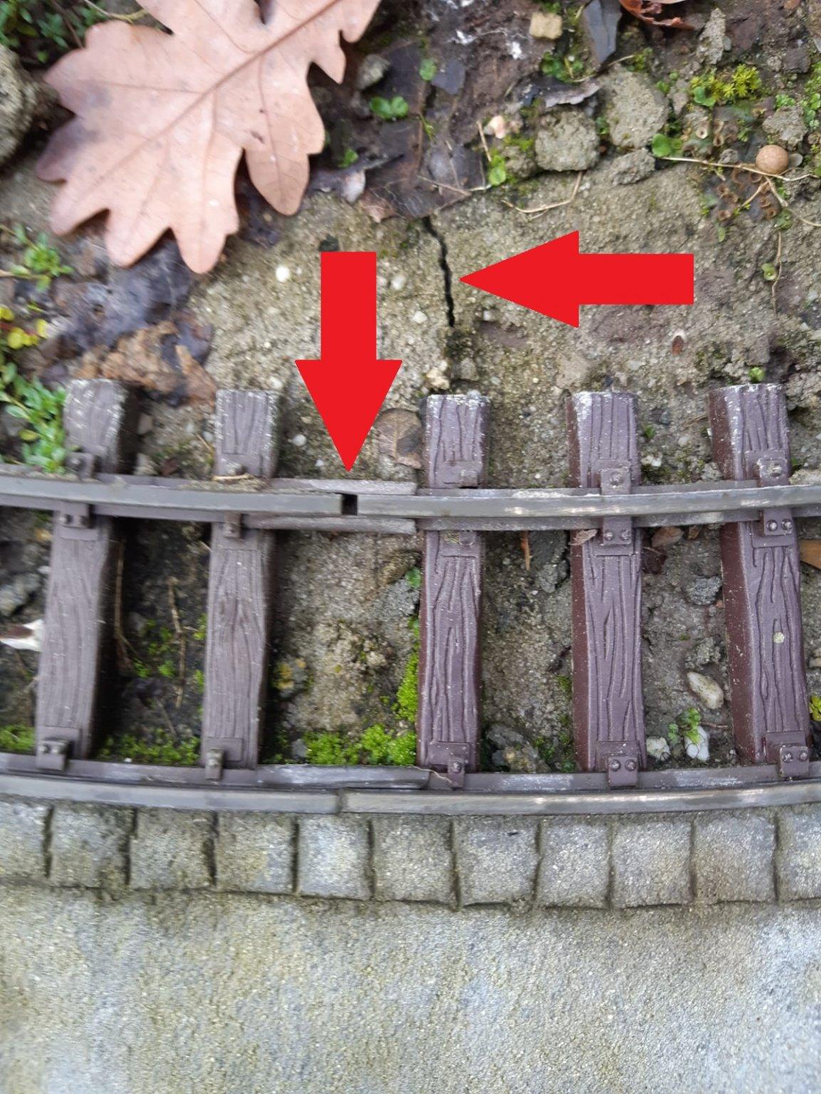Cracks 1.jpg